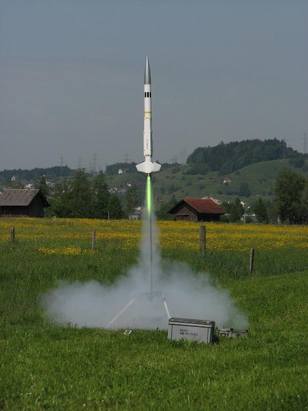 Lancio di un modello di razzo High Power
